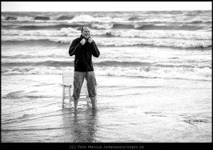 0287-Jon-reser-sig-fran-strandstol